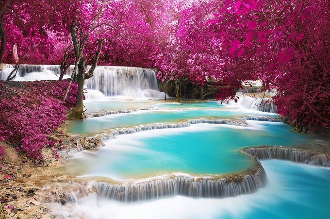 4. Vattenfallet Kuang Si, Louang Prabang, Laos En allt populärare destination bland backpackers. I staden Louang Prabang hittar man bland annat vattenfallet Kung Si, en spektakulär syn med klarblått vatten som är svårt att inte hoppa in i.