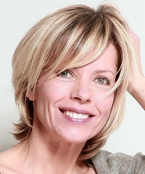 Coupes de cheveux en couches pour les femmes de plus de 60 ans   – hairstyles 2019