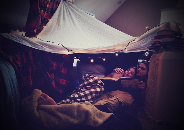 how to make a pillow fort on your bed
