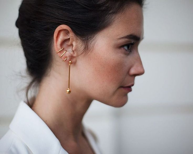 Maria Black Orbit earring and Auricle Earcuff. Shop minimal jewelry on aere-store.com