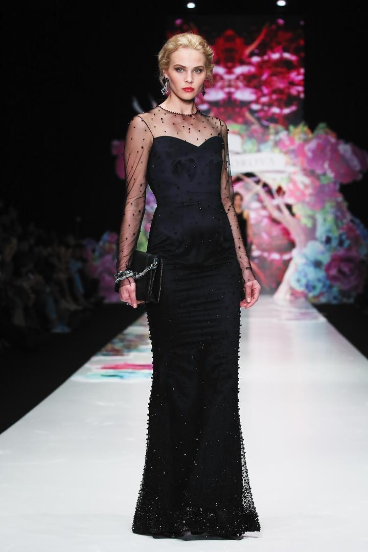 Модельеры уверенно заявляют – кружевное платье всегда в моде! Кружево – это всегда красиво, женственно, роскошно, сексуально. Ни один модный показ не проходит без вещей полностью или частично состоящих из кружева. На выпускном балу девушка в платье из кружев будет чувствовать себя королевой. Длинное полупрозрачное платье из атласа и кружева будет притягивать восхищенные взгляды весь праздничный вечер.  Коллекция Весна/Лето 2016 «Нескучный сад»  #showroom #платье #русскийдизайнер #мода…