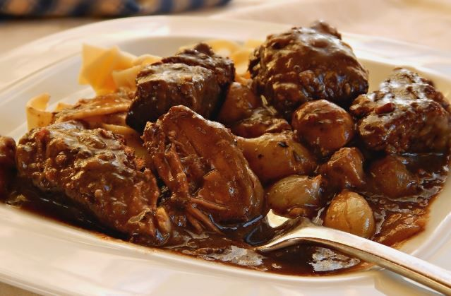 Το τέλειο αγριογούρουνο α λα μπουργκινιόν. Ένα υπέροχο, πεντανόστιμο πιάτο με ένα από τα πιο νόστιμα κρέατα που υπάρχουν, το αγριογούρουνο, μαγειρεμένο χωρ