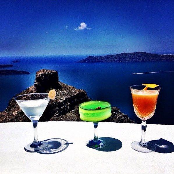 #Cocktail hour at #AstraSuites #Santorini. Live #ADayatAstraSantorini ! http://blog.tresorhotels.com/en/secrets/hotels/1380-adayatastrasantorini-mia-mera-sto-astra-suites-sth-santorinh-me-ton-general-manager-giwrgo-karagiannh