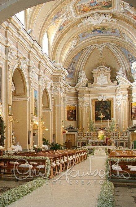 Волшебная свадьба на Сицилии. Essenzialità ed eleganza del candore per l'arrivo della sposa in chiesa. | Cira Lombardo Wedding Planner