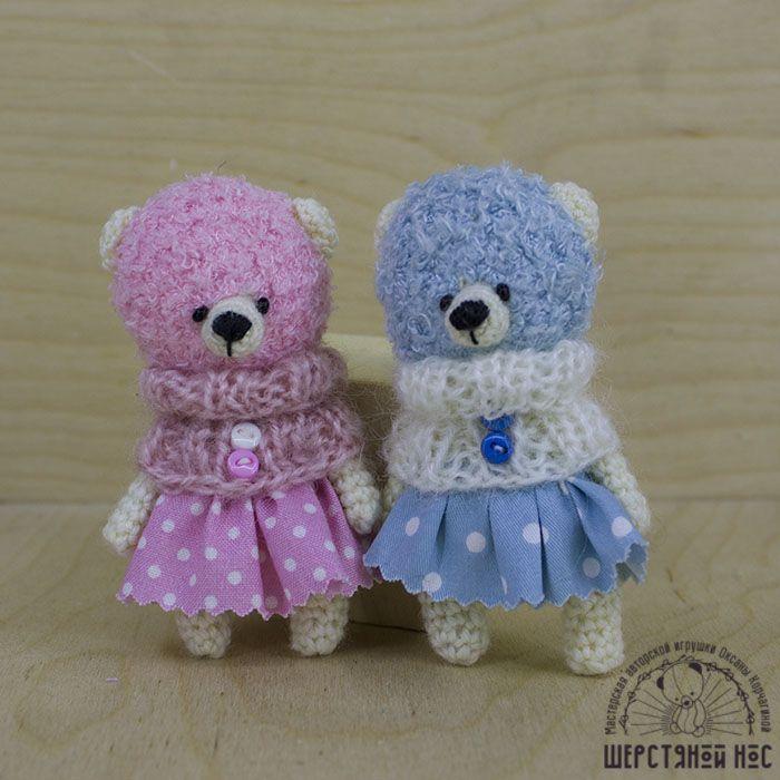 Вязаные брошки. Мишки голубая и розовая