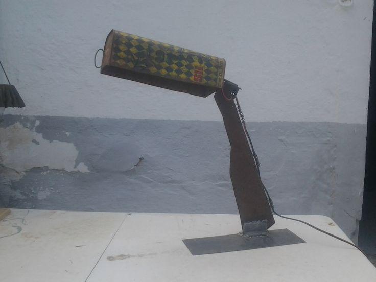 lampara reciclaje ,lata aceite y chapa