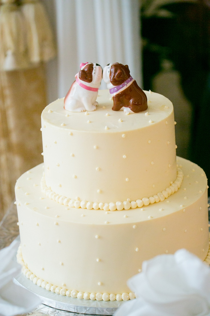 Wedding cake toppers - Smooching bulldogs