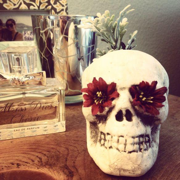 DIY flower skull decor. #halloween #skulls #decor