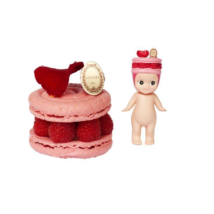La Maison Ladurée et  la marque Sonny Angel ont imaginé une collaboration inédite pour la fin de l'été : 4 coffrets de macarons  et une collection de mini-figurines déclinées à l'image des pâtisseries iconiques.