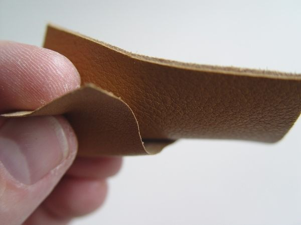 How to skive leather to make it thin enough for miniatures. wow