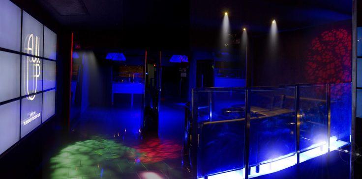 La Main Room del Full Up Concept Club è munita di consolle con impianto VOID Acoustic Tri Motion e video wall per presentazioni ed eventi aziendali. Sono presenti inoltre sala fumatori e due grandi bar.