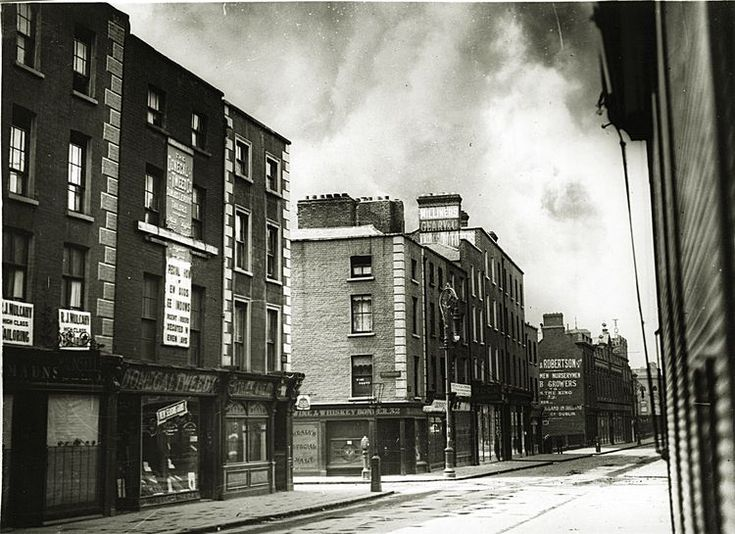 Henry Street at the junction of Liffey Street 1922
