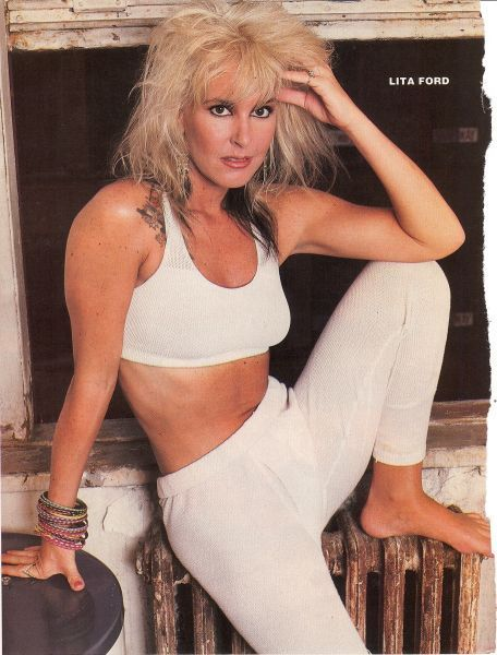 LITA FORD pinup - Barefoot in white! Nice stomach! - ZTAMS Teen Pinups & Rock Magazines Child Stars