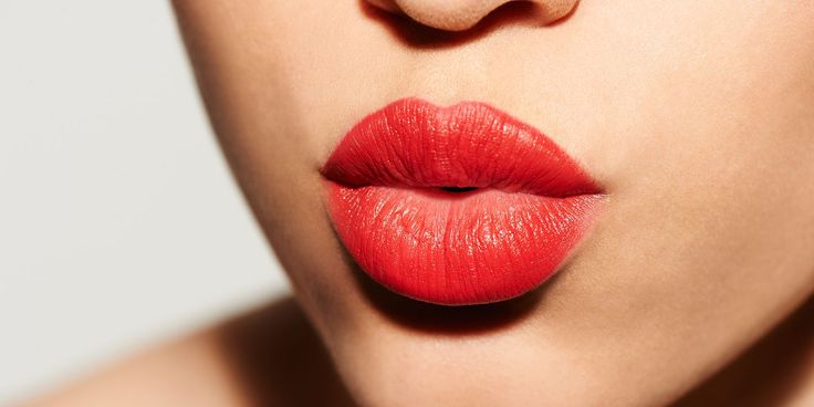 Do you love to have bigger lips? If yes, then go through these tips of how to make lips bigger. Make your lips look bigger with these super easy beauty & makeup hacks. Nude Lipstick, Red Lipsticks, Lipstick Shades, Make Lips Bigger, Celebrity Dentist, Tumblr Tattoo, Beauty Youtubers, Big Lips, Perfect Lips