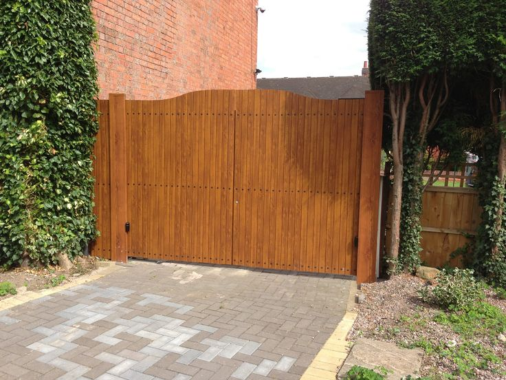 Fensys UPVC plastic golden oak foiled double driveway gates