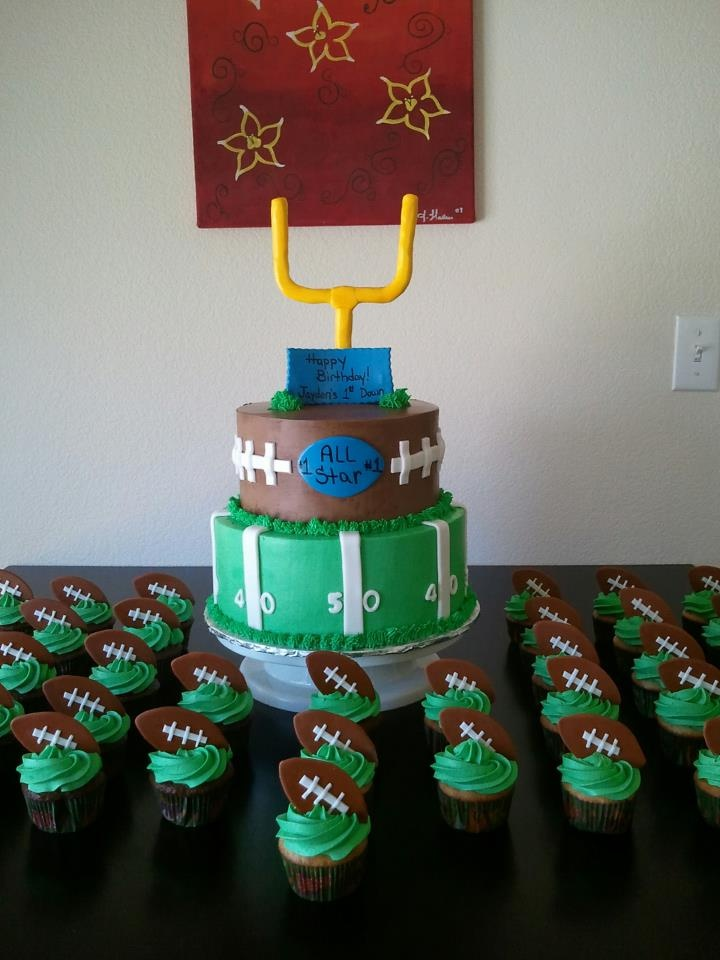 Cake Decorations Football Team : Best 25+ Football themed cakes ideas on Pinterest ...