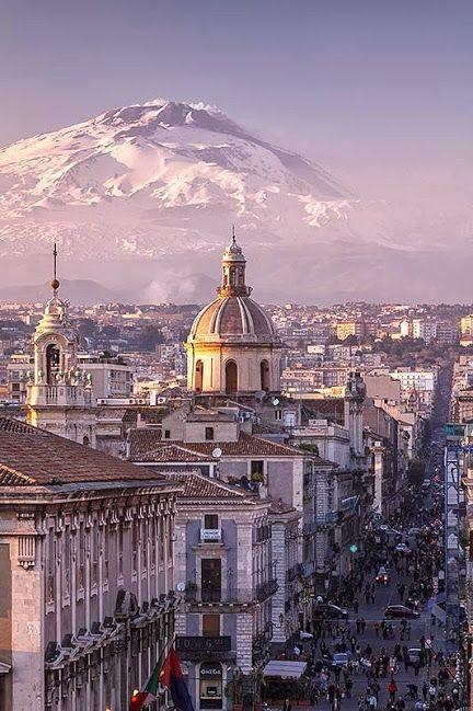 Город-порт Катания на фоне вулкана Этна, Сицилия, Италия  Роберт Сабиров – Google+