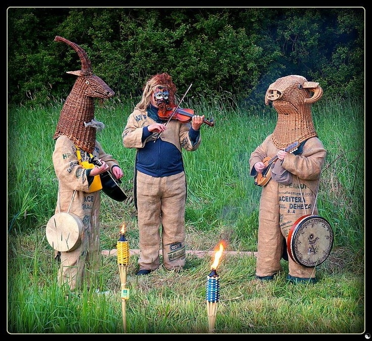Craigavon - Brownlow Youth Project 2013: mummers, masks, myth, guitar, songs, bodhran, mandolin, fiddle, violin, Irish folk theatre, Irish traditional music, family entertainment
