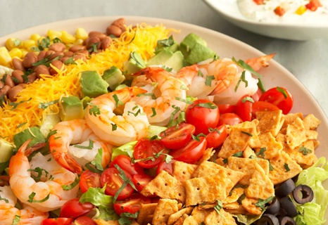 Colorful and flavorful ingredients like tomatoes, Cheddar cheese, avocado, corn and olives are easily arranged to make a salad that gets a delicious crunch from crumbled cheese crisps. It makes a beautiful presentation and is ready in just 30 minutes.Mexicans Salad, Cheese Crisps, Flavored Ingredients, Delicious Crunches, Healthy Salad, Easily Arrangements, Cheddar Cheese, 30 Minute, Rainbows Mexicans