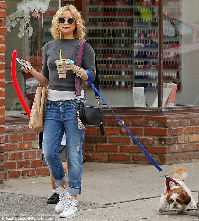 Casual weekend: Kate Hudson spent some time in Pacific Palisades on Saturday ...