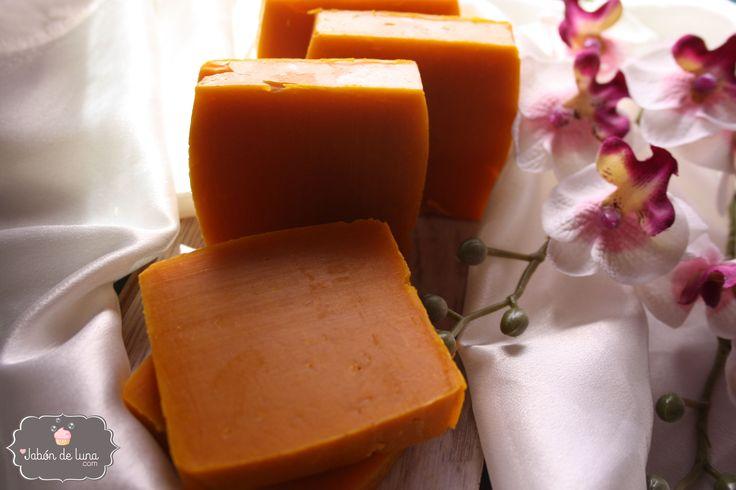 Jabón de aceite de palma natural para curar imperfecciones de la piel. A la vez de hidratar y suavizar tu piel, tratará esas pequeñas imperfecciones del día a día.