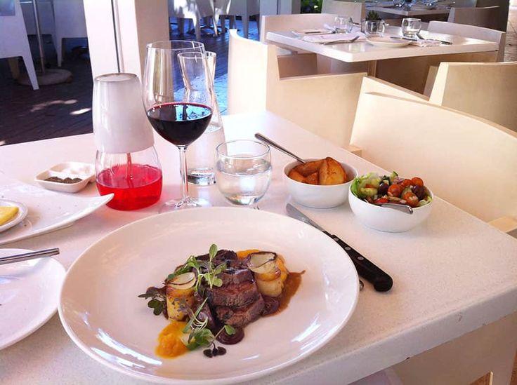 En favorit när det gäller mat- och vinkombinationer är Simonsig i Kapstaden!