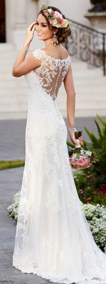 http://rubies.work/0568-emerald-rings/ Lace applique Wedding dress