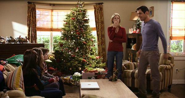7 best modern family decor images on pinterest family for Modern family dunphy house decor