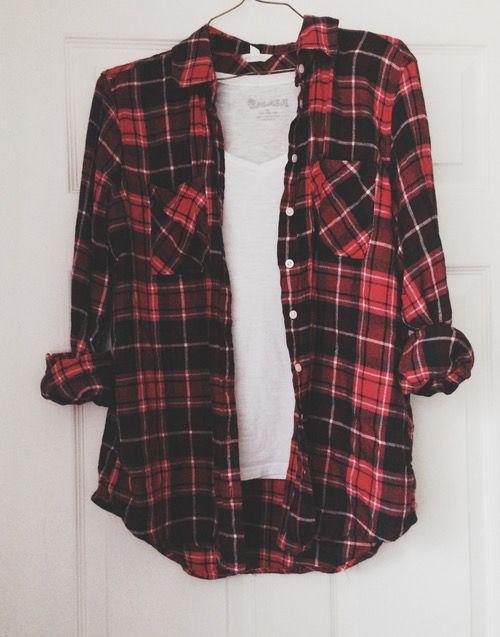 Este es un camisa de cuadros y yo pongo para escuela. La camisa de cuadros es rojo y negro. Uso mucho este tipo de camisas.