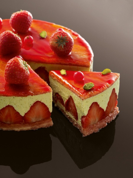 Strawberry cake; Torta de fresas by French Chef francés \u0026quot;Christophe Michalak\u0026quot; Creation francesa francesa