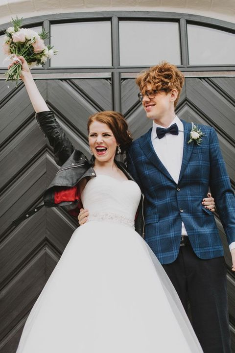 Dare to Rock: 35 Bridal Jackets Of Leather And Denim | HappyWedd.com