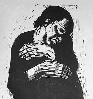 """Käthe Kollwitz (1867-1945)** In haar studentenperiode ontwikkelde Kollwitz een grote belangstelling voor de sociaaldemocratie, de vrouwenbeweging Gegrepen door de sociale noden en de verbondenheid tussen moeder en kind, maakte zij deze tot onderwerp van haar prenten. In de oorlogsjaren 1914-1918 begon ze te beeldhouwen. Zij beeldde vooral de oorlogsellende uit, zoals in affiches en in de houtsnedenserie """"Der Krieg""""."""
