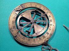 Cuadrante equinoccial universal de latón con 3 anillos, de Pierre Alexis Lasnier