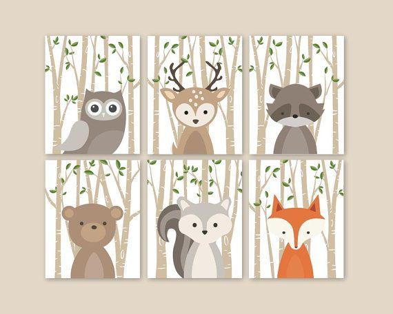 Woodland mignon animaux muraux pour une forêt sur le thème chambre d'enfant - forêt Adorable animaux décoration pour chambre d'enfants ou de la garderie.  Cet art murale belle de six estampes comporte les illustrations animale forêts plus douces: renard lapin ours écureuil hibou raton laveur avec tan de bouleau arbres et la conception de feuilles vertes. La couleur de fond utilisée est de couleur blanche, mais est entièrement personnalisable. Il suffit de choisir l'option Custom Color et…