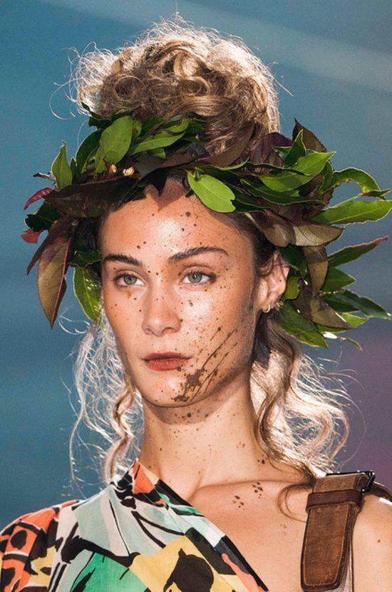 Vivienne Westwood Spring 2014 Hair and Makeup   Runway Photo 5
