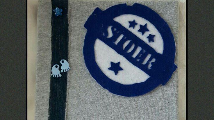 Voor een stoere kerel. Bevat de volgende materialen: achtergrond stukje t-shirt, stukje spijkerbroek, kraaltjes van een ketting en vilt. #Handgemaakt,  geknipt, eenmalig dus #uniek. A Second Life schenkt een deel van de opbrengst aan stichting het vergeten kind zodat deze hun goede werk voort kunnen zetten.