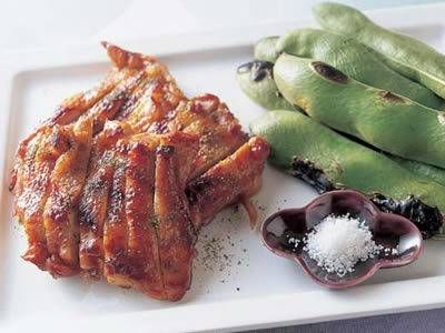 久保 香菜子さんの鶏もも肉を使った「鶏肉のさんしょう焼き」のレシピページです。 材料: 鶏もも肉、つけ汁、ごま油、粉ざんしょう、そら豆、粗塩