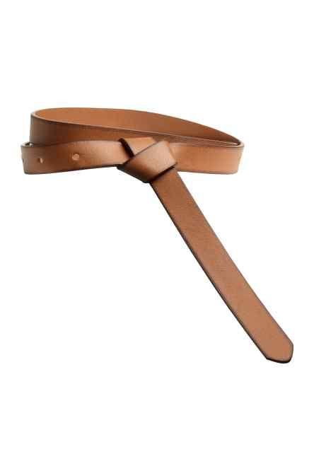 Cintura con nodo decorativo