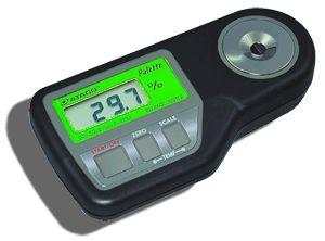 http://www.termometer.se/SugarMaster-DIG-PR201-ALPHA-ATAGO-0-600-BRIX.html  SugarMaster™ DIG PR201 ALPHA, ATAGO, 0-60,0% BRIX  PR-201a ( alpha ) är designad för att mäta ett brett intervall koncentrationer av sockerhalt mellan Brix 0.0 till 60.0%, med en noggrannhet på Brix ±0.1% i temperaturområdet 5 till 40°C. Den kan mäta Brix-värdet i koncentrerade fruktjuicer, sylt och andra söta livsmedel samt drycker såväl som kemikalier inom industrin t.ex. oljor, rengöringsmedel och kylarvätskor...