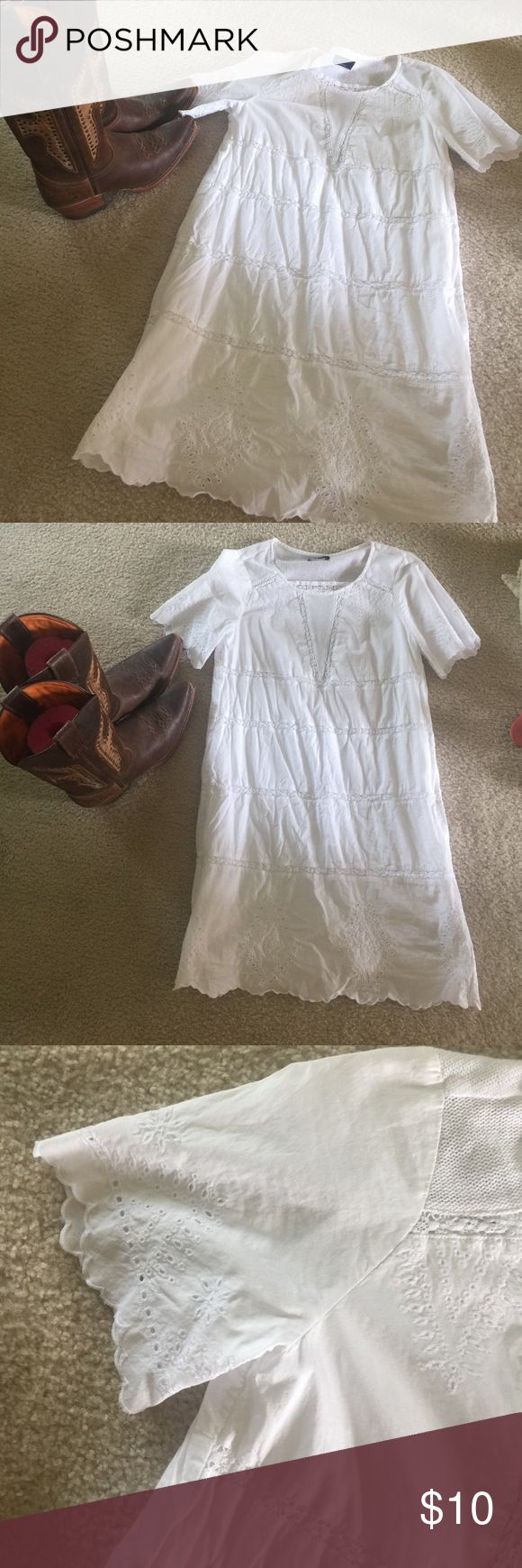Gap lace dress. Gap Lace dress with lining. Perfect summer dress. Worn once. It is wrinkled in picture as I have not ironed it. Close up of sleeve and bottom of dress. Perfect dress for country concert or picnic. Xsmall. GAP Dresses