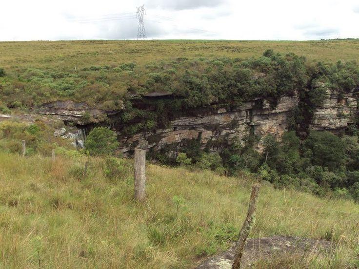 Escarpa Devoniana. (São Luiz do Purunã/PR)  Localizada a apenas 88 km de Curitiba, o município de São Luiz do Purunã abriga cachoeiras, trilhas e uma das mais belas paisagens paranaenses.