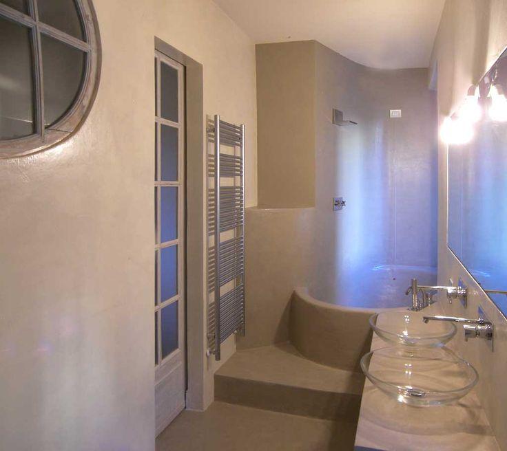 pavimento parete piano lavandino vasca modellata in microcemento