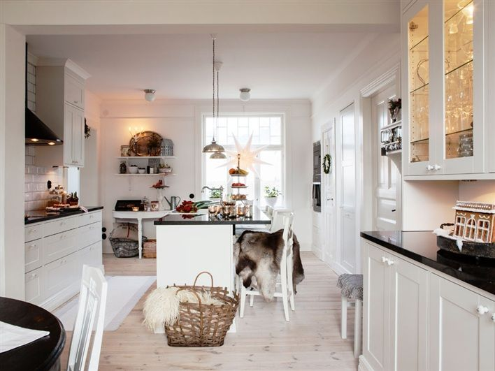 Rustic Scandinavian House In Black And White | DigsDigs