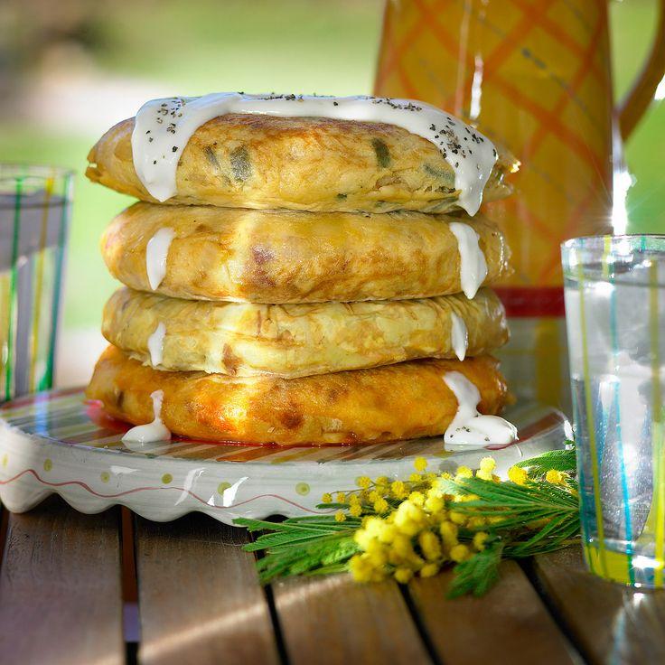 Descubre como preparar paso a paso la receta de Tortilla con bechamel. Te contamos los trucos para que triunfes en la cocina con Entrantes para chuparse los dedos