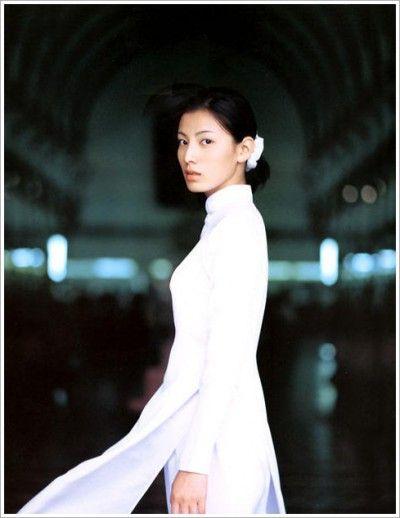 Boda vietnamita En la cultura vietnamita, casarse es un acontecimiento muy importante no sólo para ...