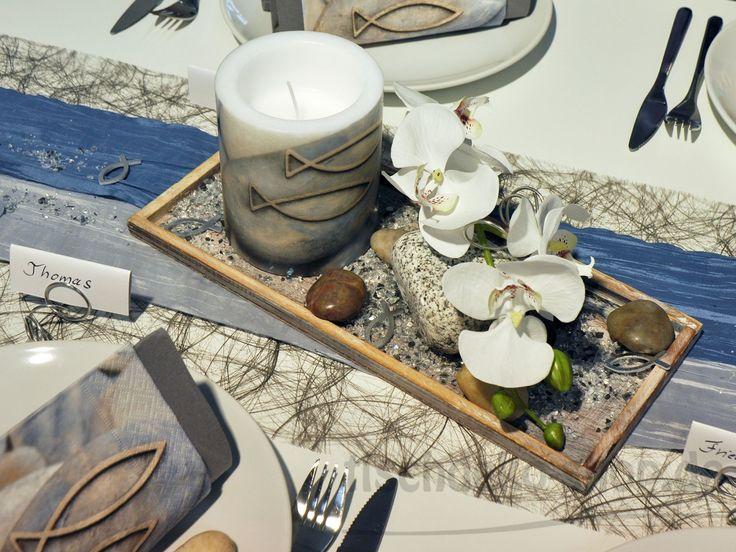 Holztablett mit windlicht fisch sowie wei er orchidee for Tischdeko fisch