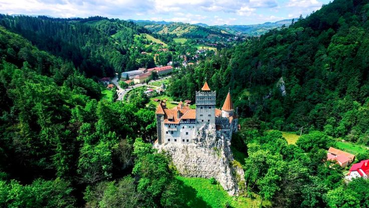 Those who plan to visit the Bran Castle in Transylvania this April will have the chance to see and enjoy several local Easter traditions.