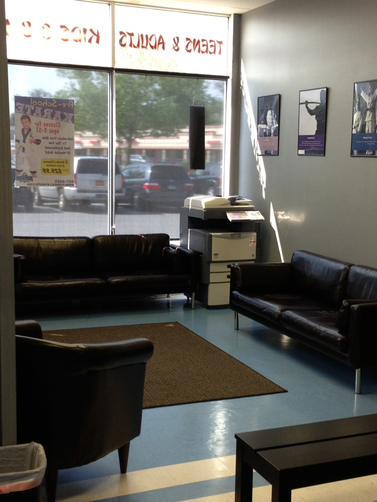 Fishkill Kickboxing - 1st Half of our waiting area. Come sit relax and enjoy a chat with some friends before or after class.