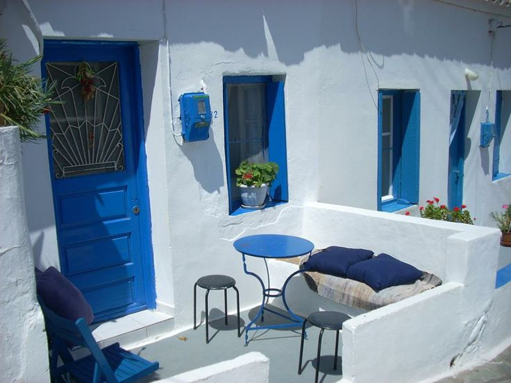 The simplicity of Cycladic architecture ~ House in Kythnos