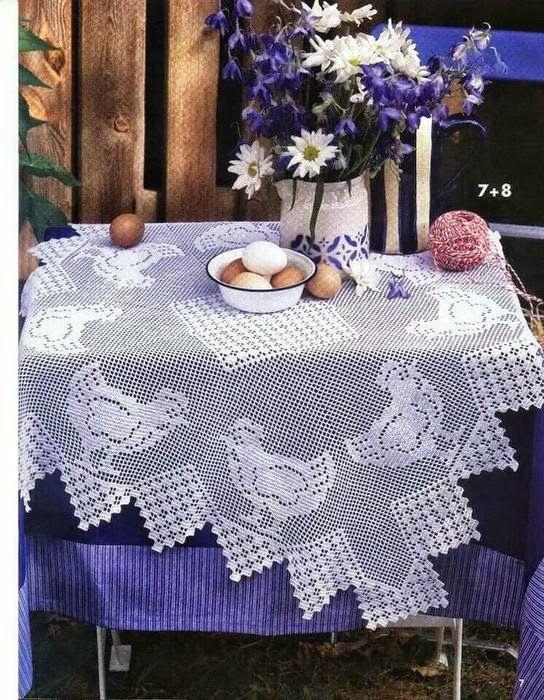 Mantel al crochet con motivo de gallinas con patrón